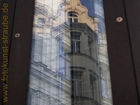 Spiegelungen in der Lampe in Leipzig